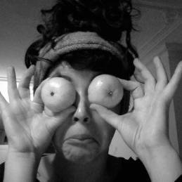 a Leila manda eyes